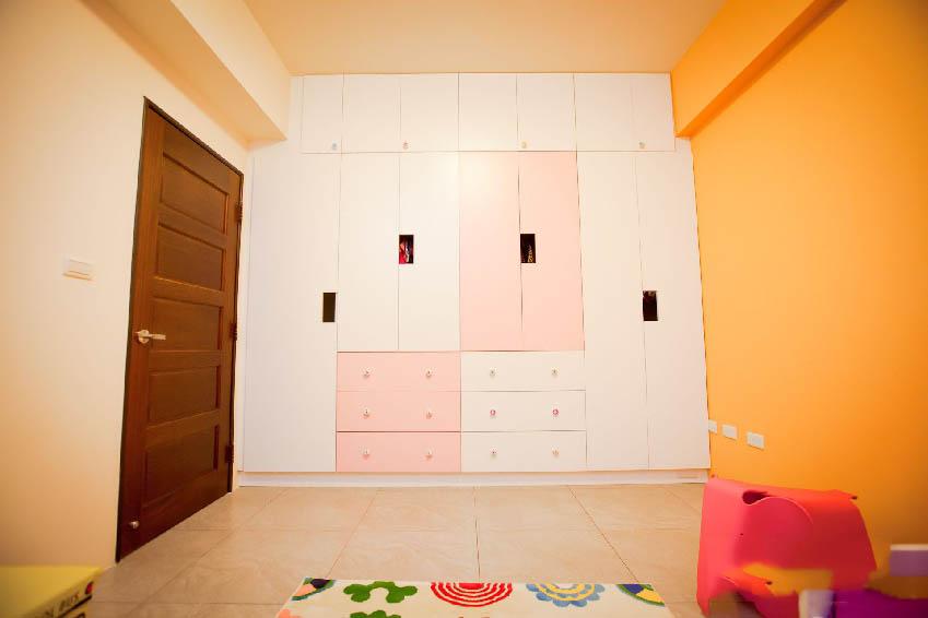 甜美现代风儿童房衣柜设计