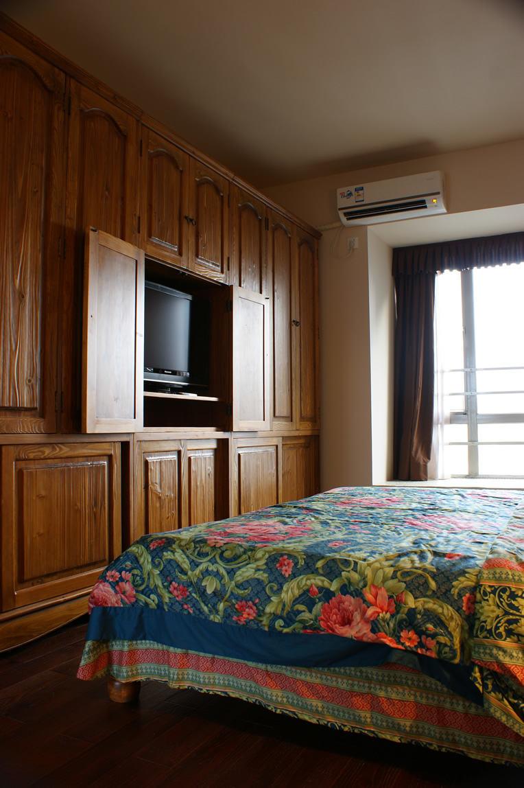东南亚风情卧室 实木衣柜设计