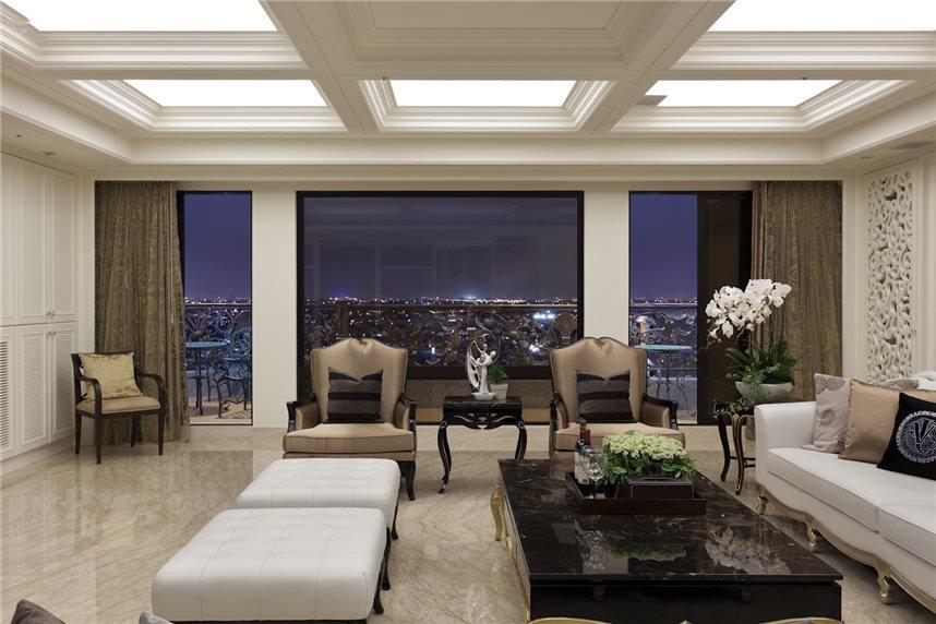 白色欧式客厅吊顶效果图