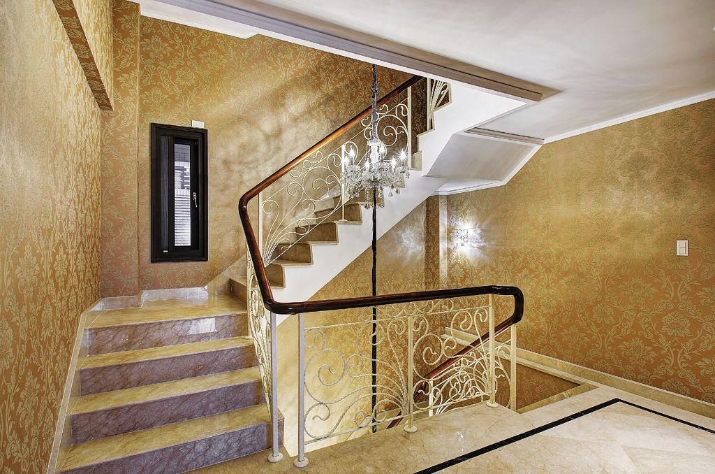 奢华金欧式别墅楼梯效果图