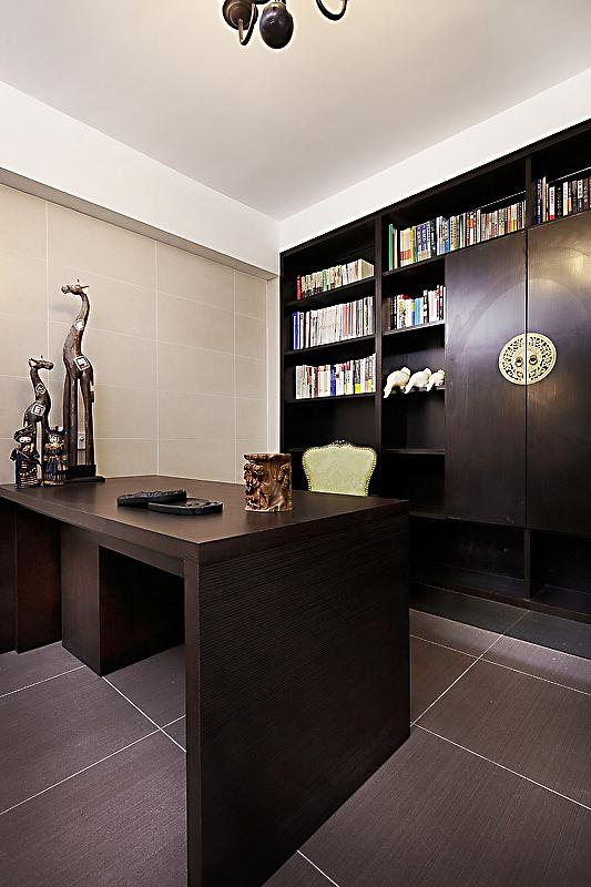 新古典主义风格家居书房实木家具装饰效果图