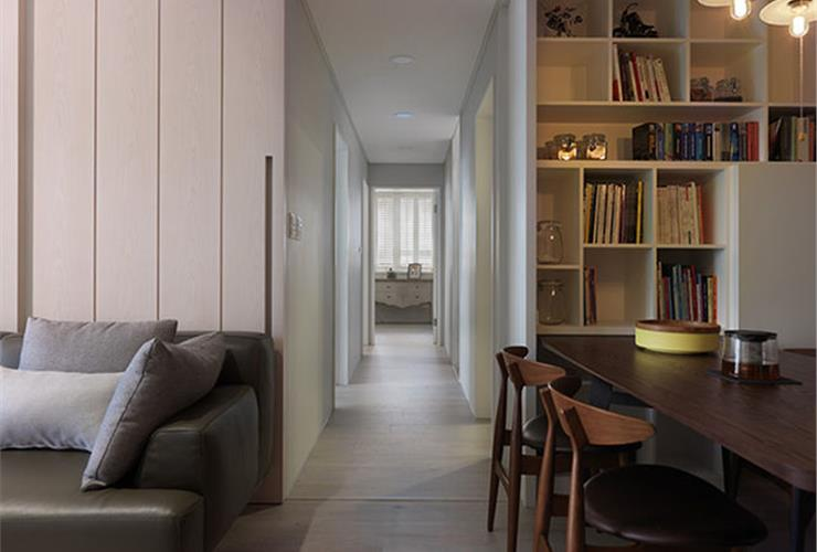 现代简约家庭室内过道装修图