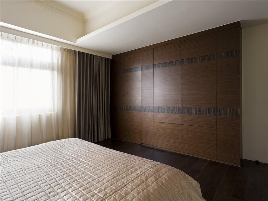 简美式卧室隐形门衣柜效果图