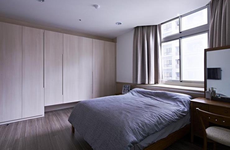 简约宜家卧室原木衣柜设计