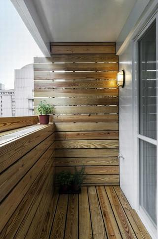 现代小户型家装阳台实木装饰效果图