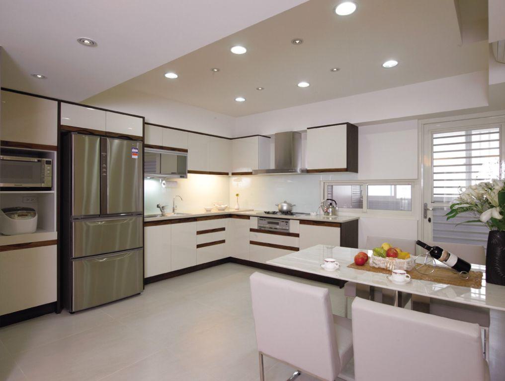 现代简约装修厨房筒灯效果图