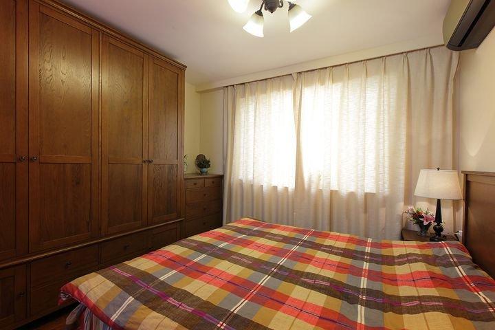 简朴田园风格卧室实木衣柜装修设计图
