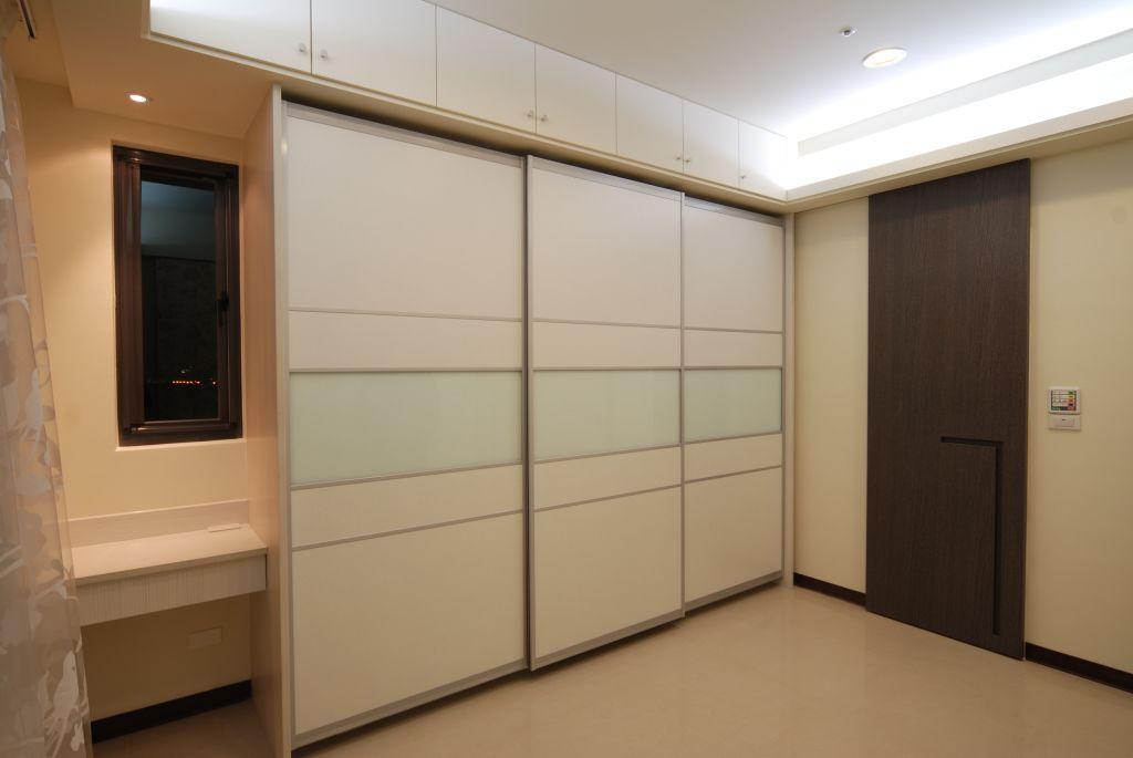 现代风格装修室内衣柜设计