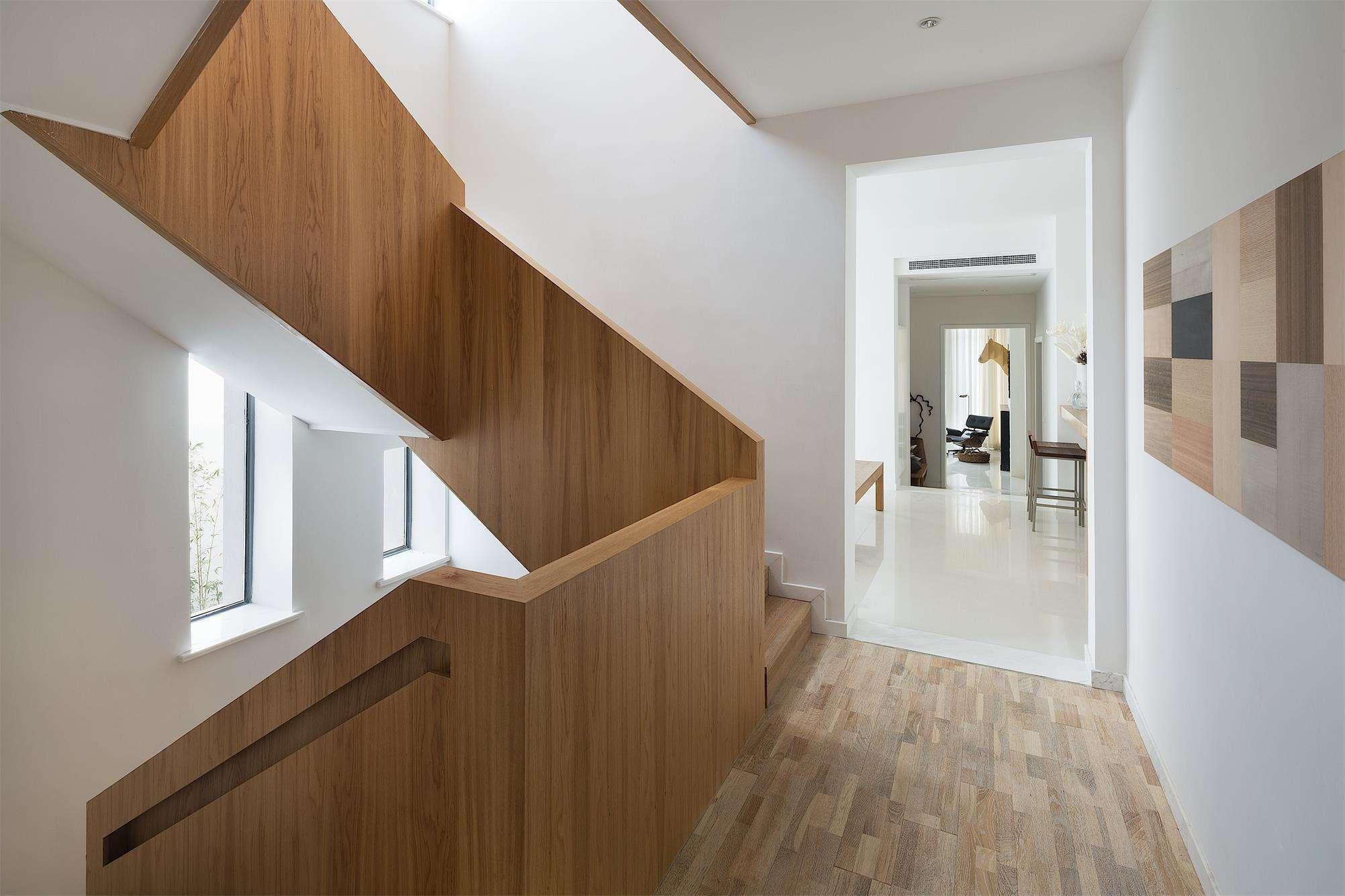 宜家装修风格别墅楼梯实木护栏装饰效果图