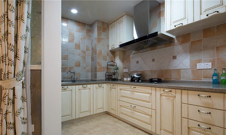 最新简欧家居厨房橱柜装饰效果图
