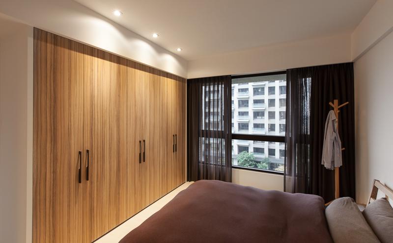 简约现代风格卧室原木衣柜设计图