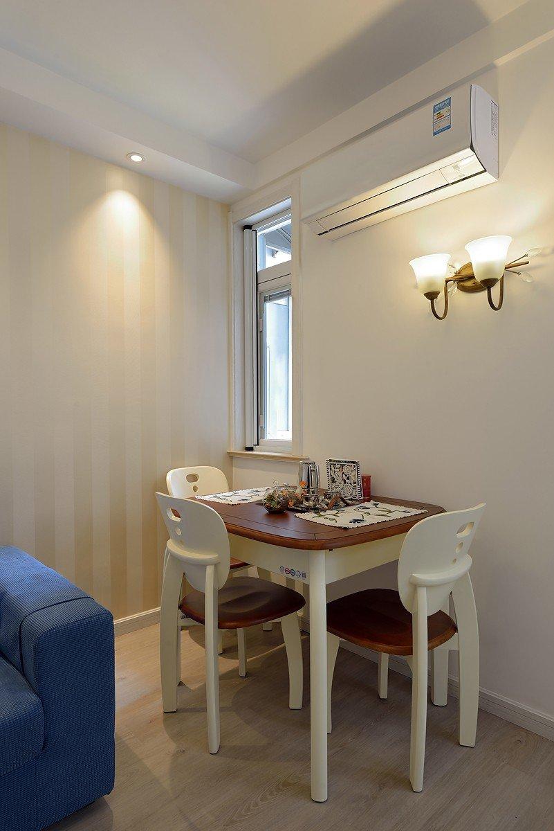 简约设计风格家居餐厅小方桌装饰图