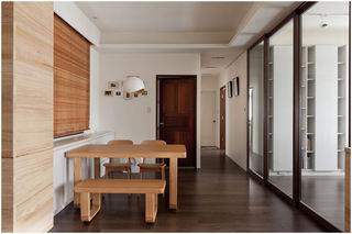 现代简洁开放式餐厅原木装修效果图