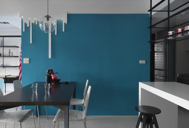 个性后现代餐厅 湖蓝背景墙设计