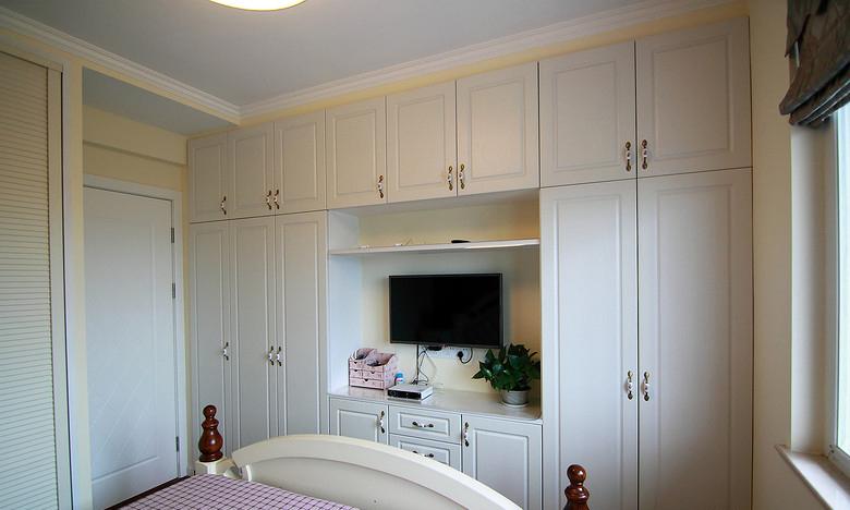 简美式卧室白色衣柜效果图
