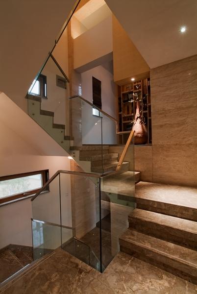 现代大理石别墅楼梯玻璃护栏装饰效果图