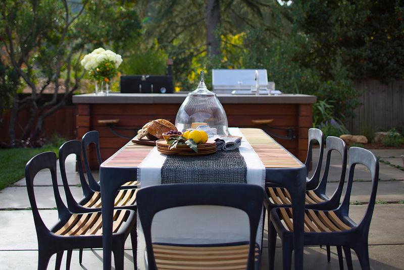 简约现代风别墅室外餐厅布置
