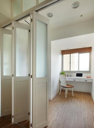 简约北欧风书房折叠门隔断设计