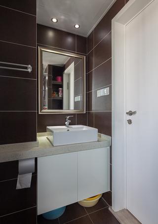 巧克力色宜家现代卫生间洗手台设计