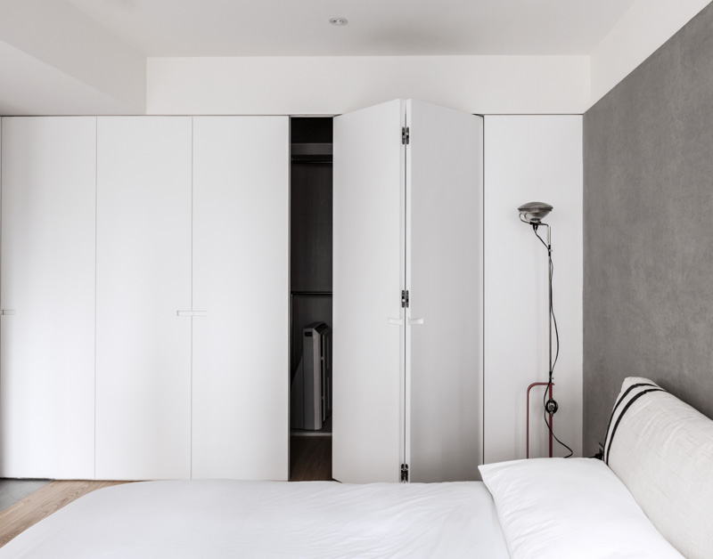 时尚简约卧室白色衣柜装饰图