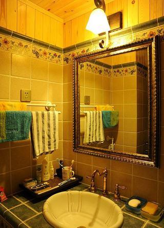 温馨复古北欧田园风小卫生间镜子装饰