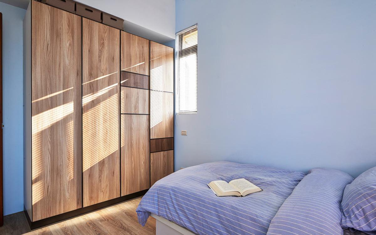 清新蓝调日式宜家风小卧室实木衣柜设计