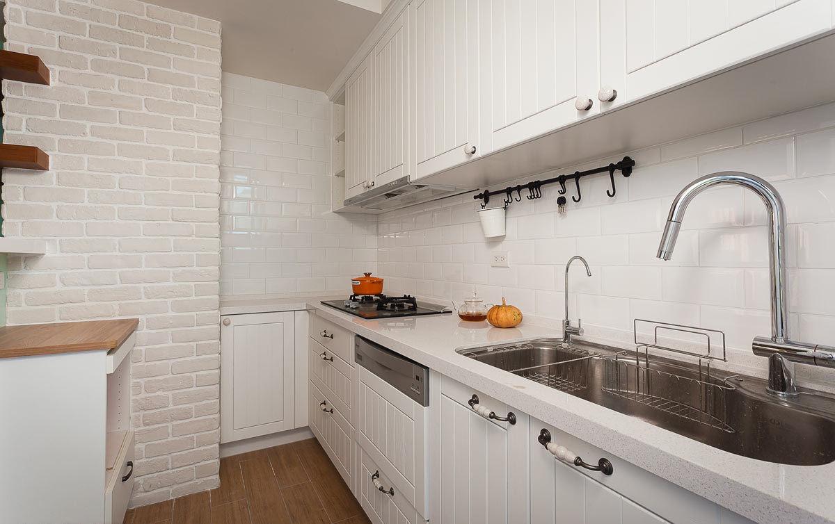 白色文艺简美式厨房装修效果图