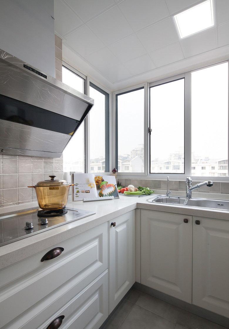 简美式厨房家居白色橱柜设计