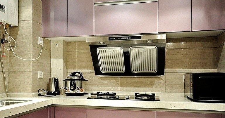 优雅现代厨房油烟机安装