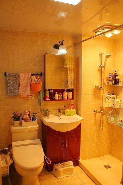 温馨暖色调简约卫生间设计效果图