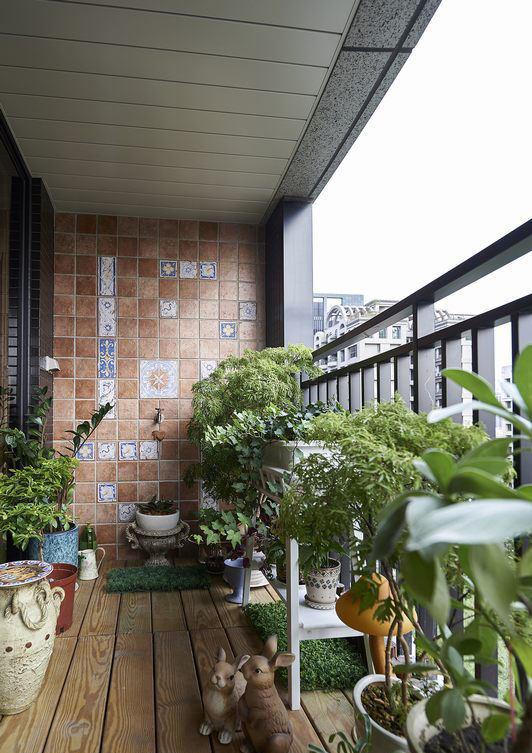 现代家居阳台实木地板装饰效果图