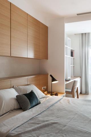 宜家日式风卧室实木床头吊柜设计