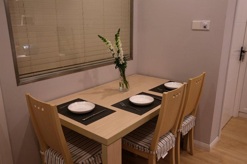 温馨简约宜家餐厅原木餐桌设计