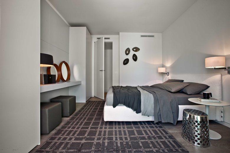 时尚现代卧室壁灯装饰图