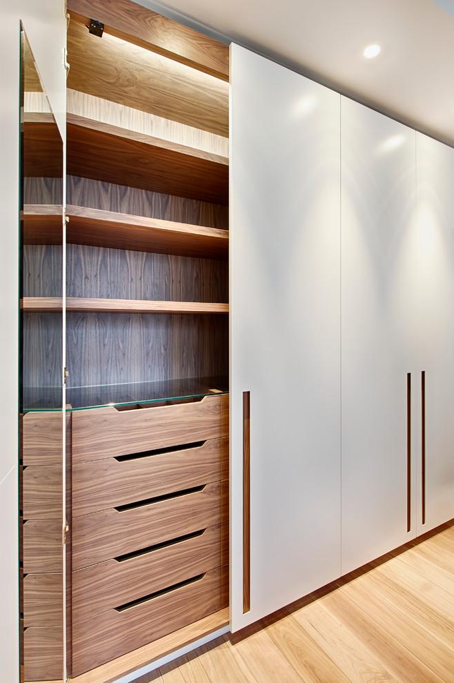 时尚简约现代风原木衣柜效果图片