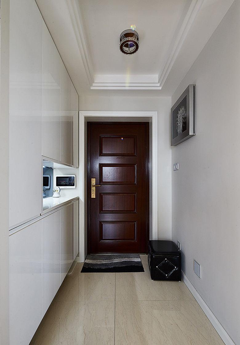 现代家庭三居室玄关装饰设计图