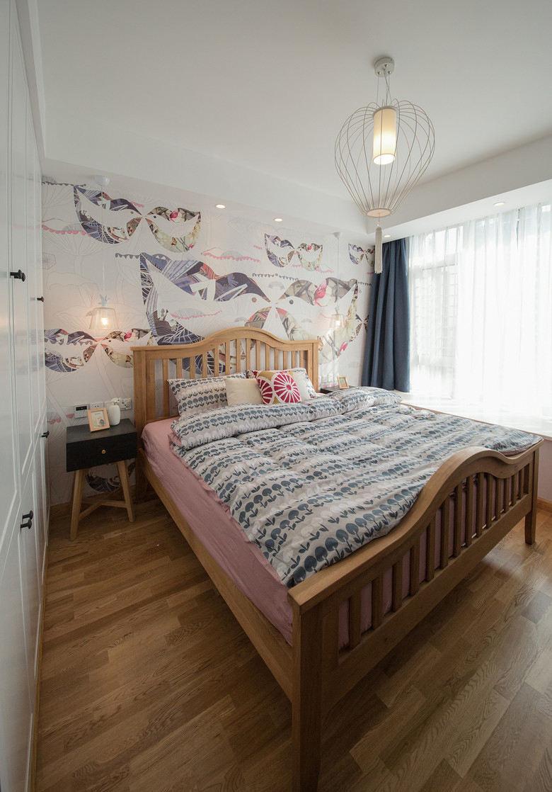 日式现代卧室实木床装饰图