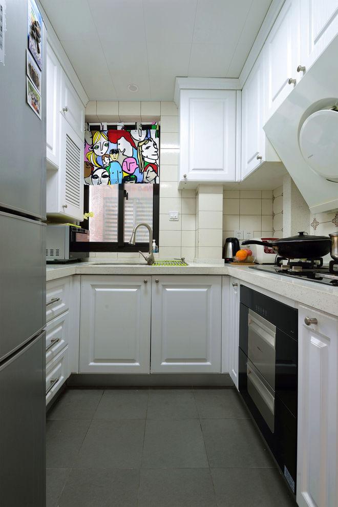 白色简约美式厨房U型橱柜效果图