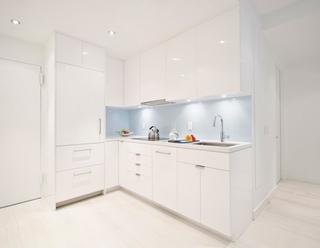 纯净明亮简约风白色开放式厨房设计