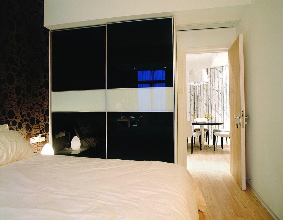现代简约风卧室黑色衣柜效果图