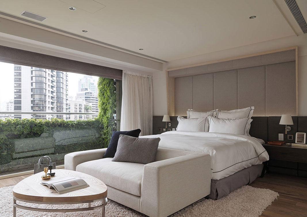 现代时尚设计卧室床尾沙发图