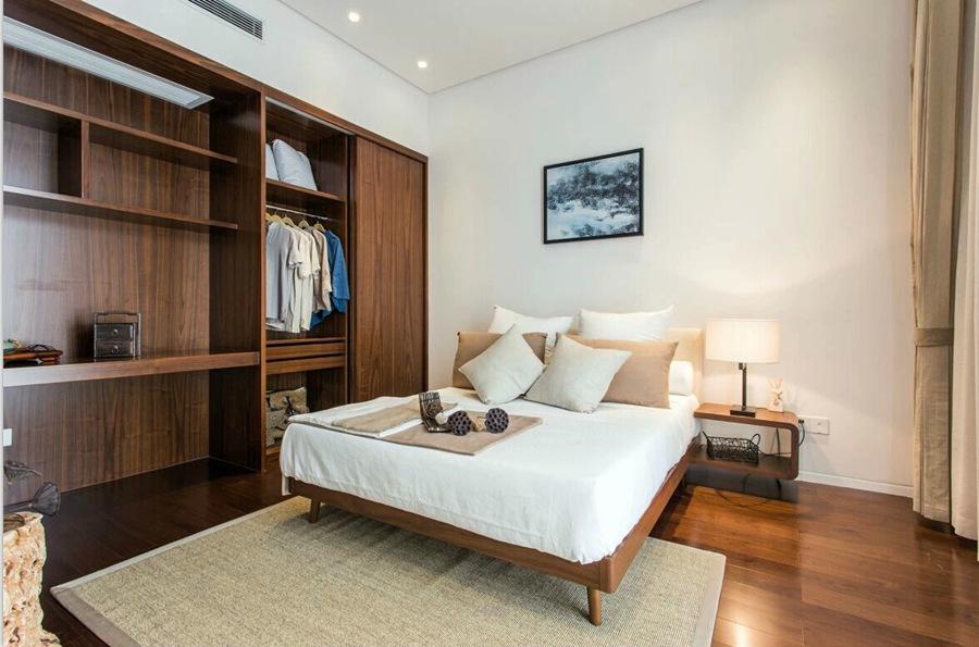 简约设计卧室实木衣柜效果图