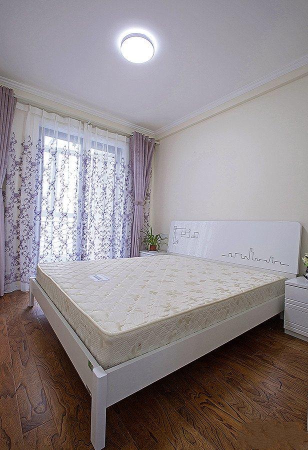 现代家装卧室米白色床垫配置图