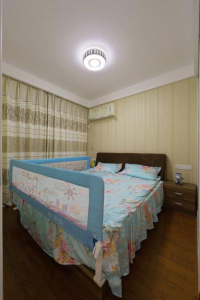 简洁现代设计儿童房床边护栏装饰图