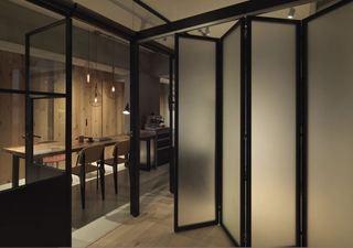简约现代工业风家居室内折叠门装饰设计