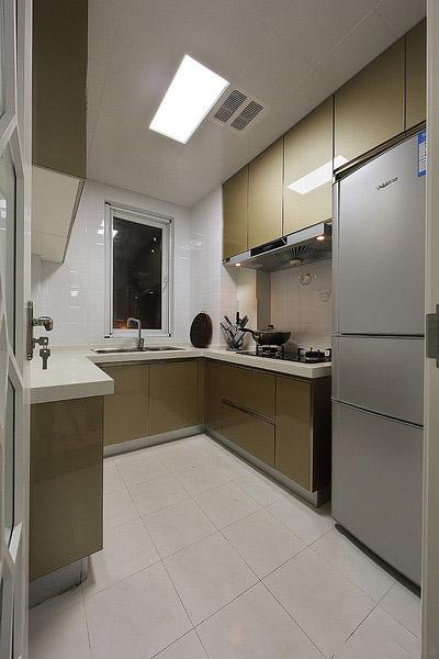 风韵素雅现代厨房橱柜UV烤漆板装饰图