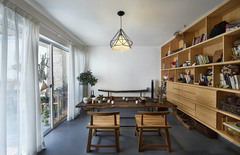 古朴日式装修风格餐厅玻璃移门隔断设计图