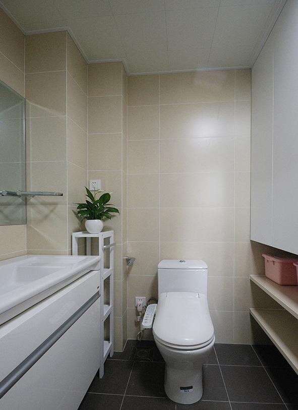米色现代简约家庭卫生间墙砖效果图