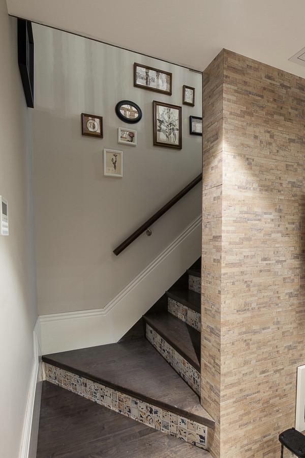 复式家装楼梯美式相片墙装饰图