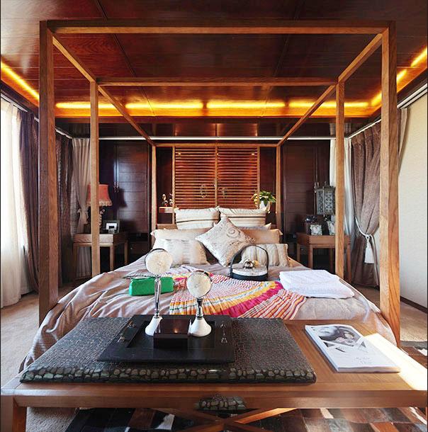 复古东南亚卧室实木床效果图